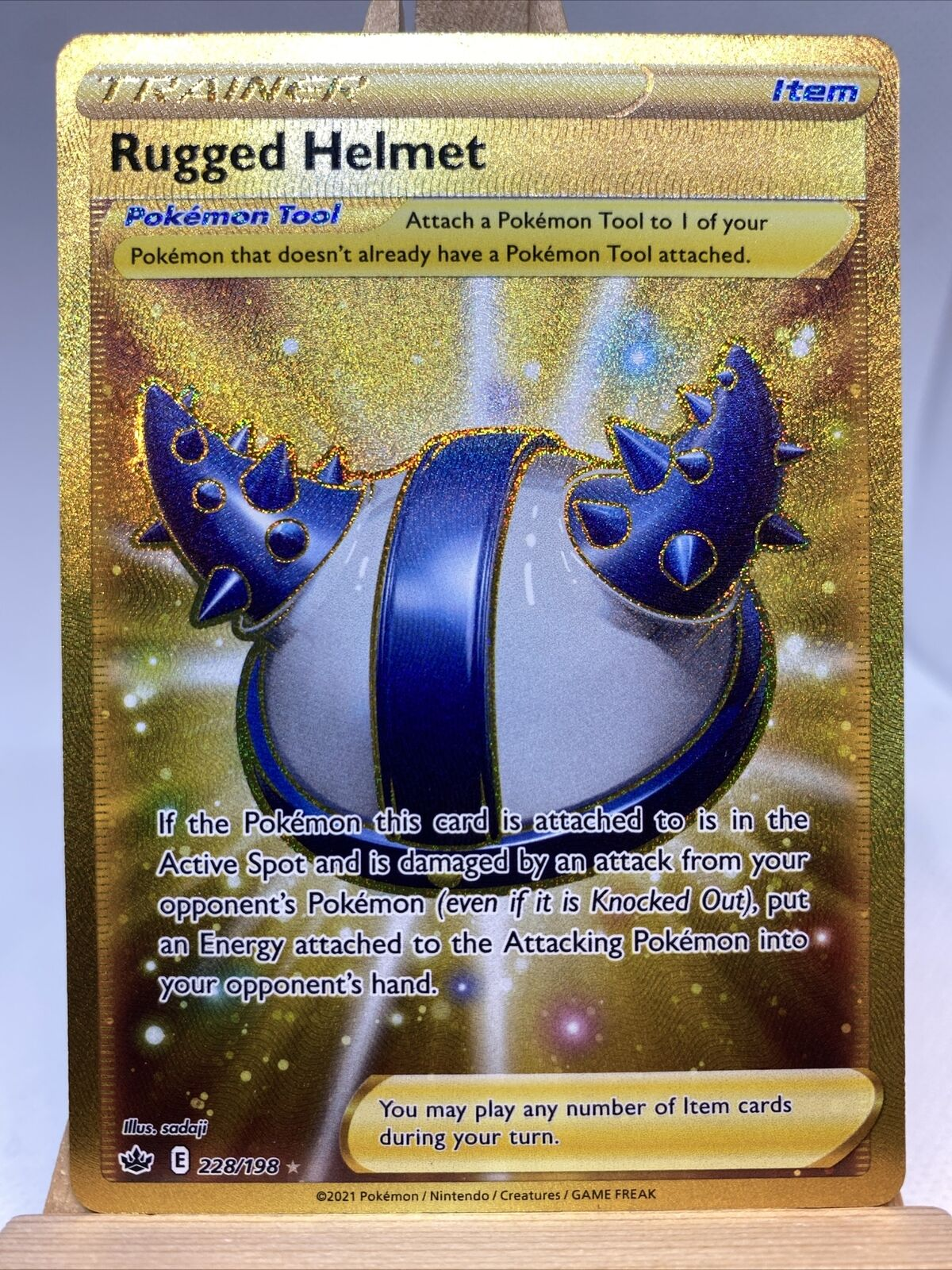 POKEMON TCG SS CHILLING REIGN Rugged Helmet 228-198 NM Gold Trainer NP